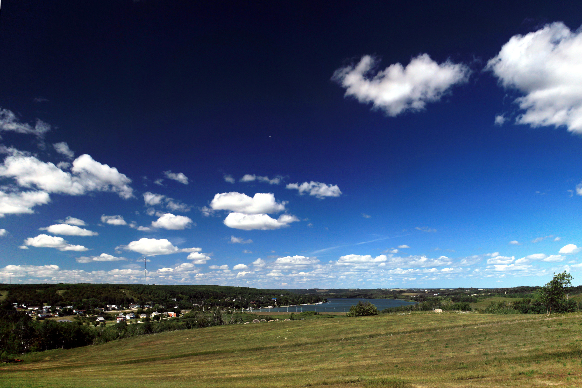 Panorama: the lake and the pioneer village